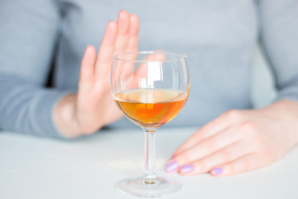 飲酒を控える
